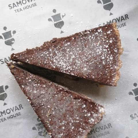 dark chocolate tart with bay leaf caramel